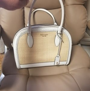White and straw purse.